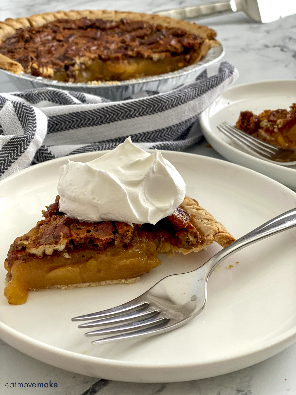 plate of pecan pudding pie