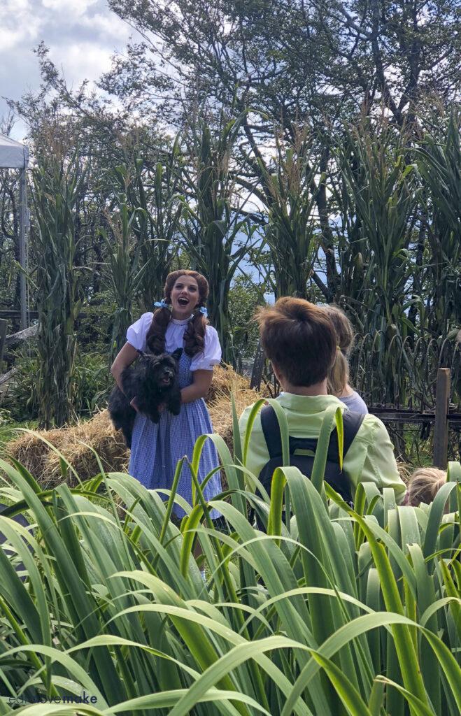 Dorothy singing at Autumn at Oz