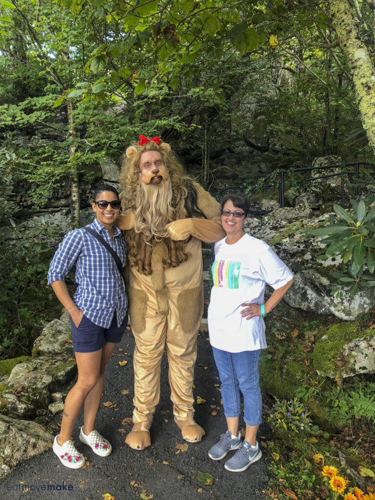 ladies posing with cowardly lion