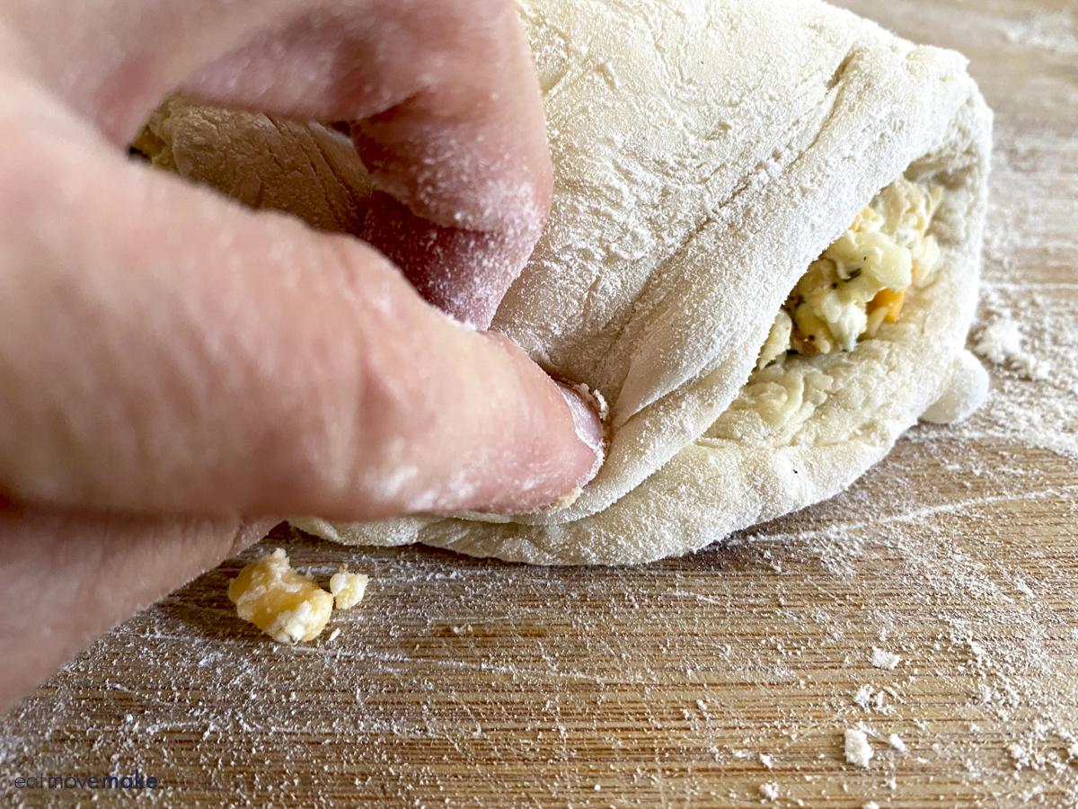 sealing a calzone