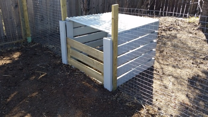 Compost bin for gallery