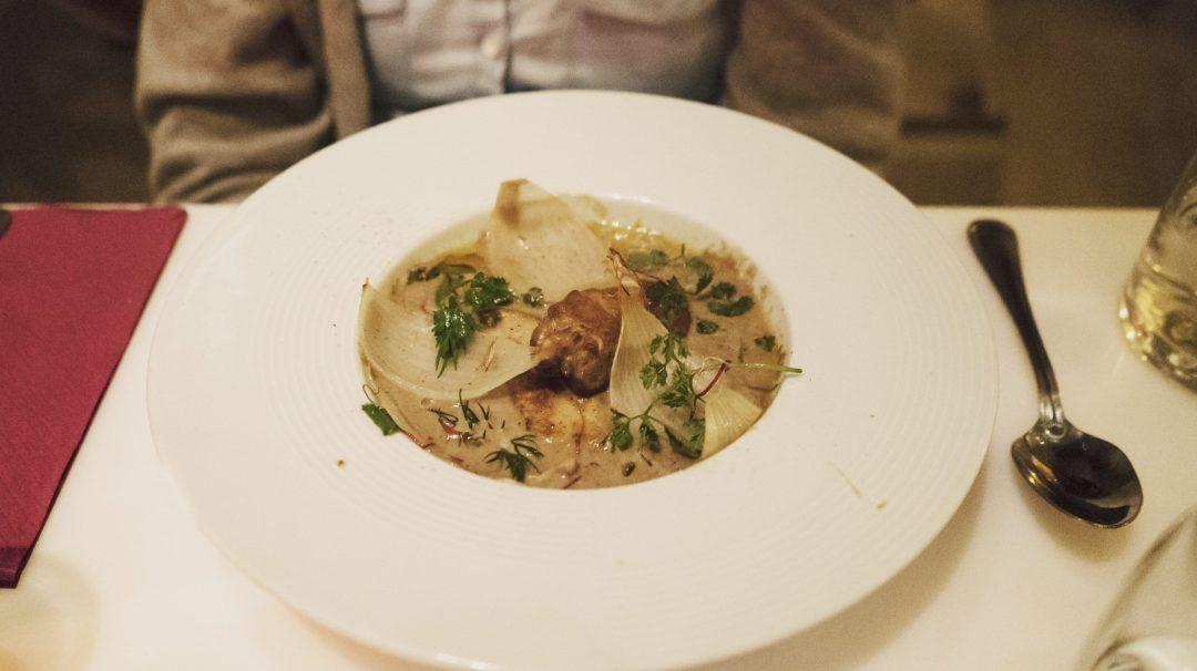 Foie gras du Périgord poêlé, crème de lentille verte et oignons doux confits