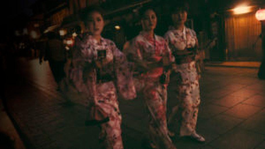 Des geishas se baladant rue Hanamikoji à Kyoto