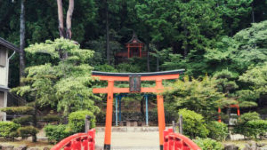 Les portes shinto au Mont-Koya
