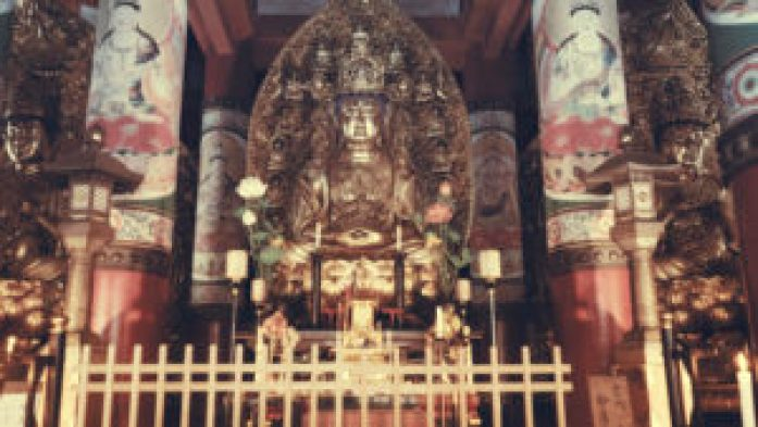 L'intérieur d'un temple bouddhiste au Mont-Koya