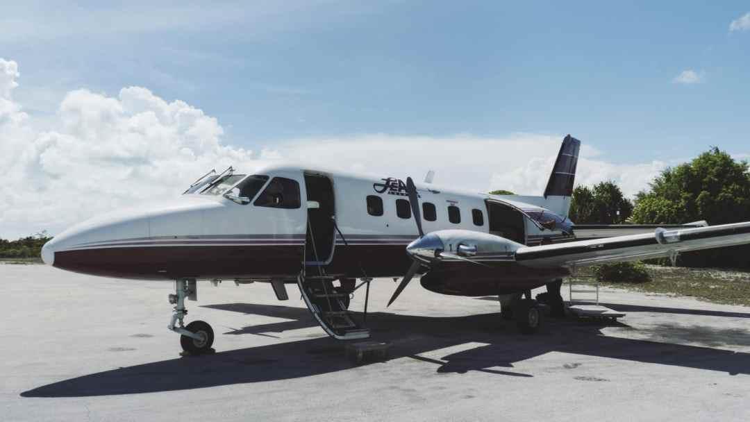 Avion Leair Andros Bahamas