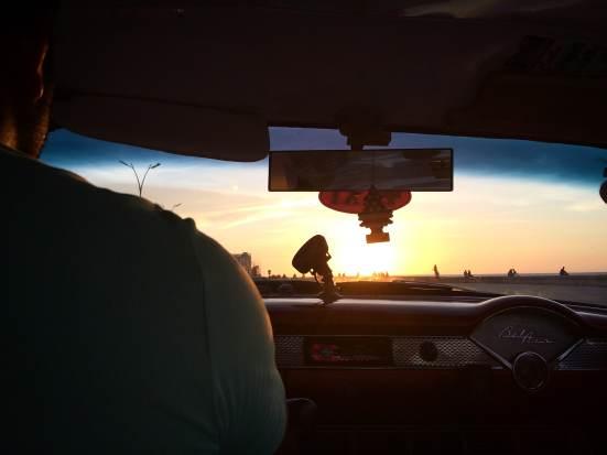 coucher de soleil sur le Malecon à Cuba
