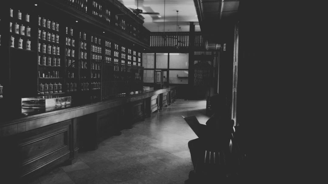 L'intérieur d'une célèbre pharmacie calle Mercaderes
