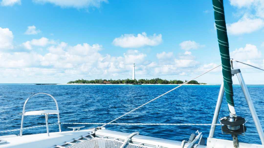 vue sur le phare amédé depuis la mer