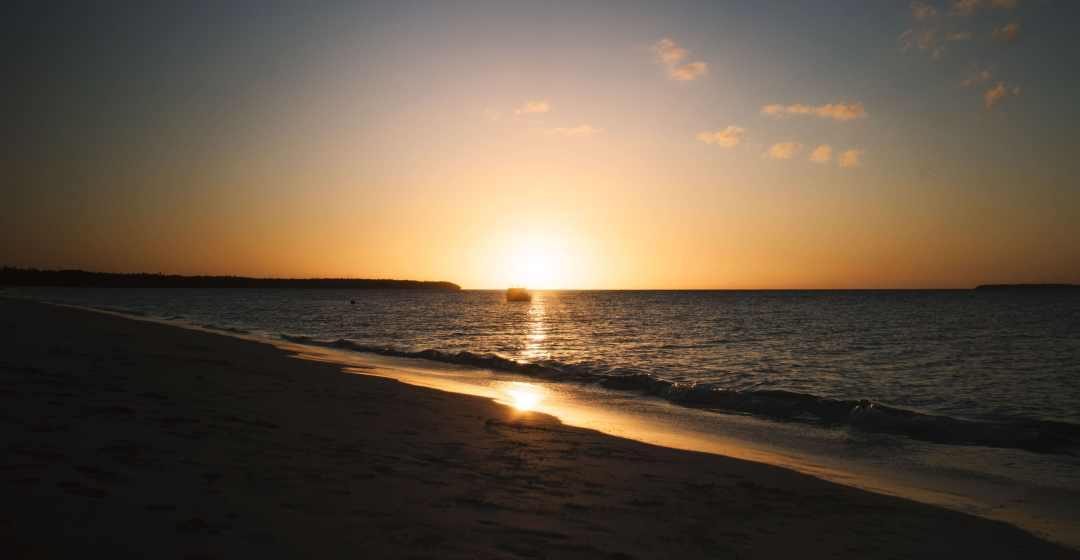 coucher de soleil plage de moagué