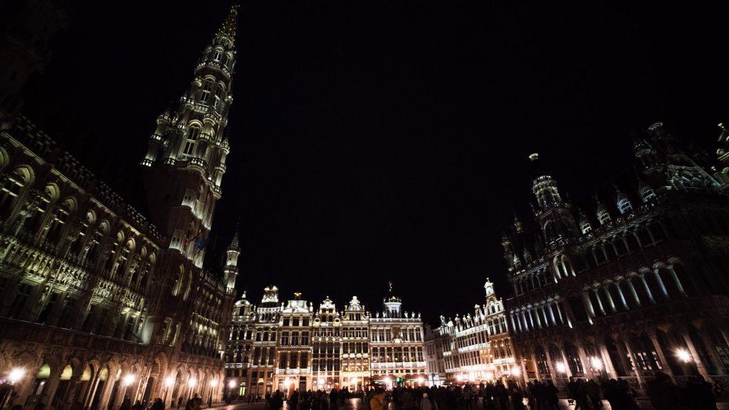La grand place de Bruxelles de nuit
