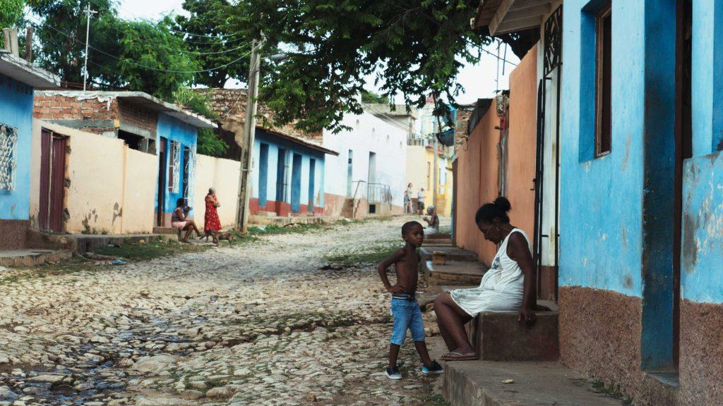 rues dee trinidad femme et son enfant