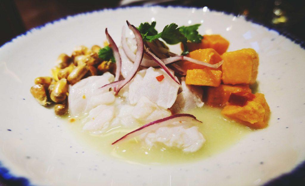 Ceviche Classico : poisson blanc , leche de tigre, patate douce, cancha, ajis