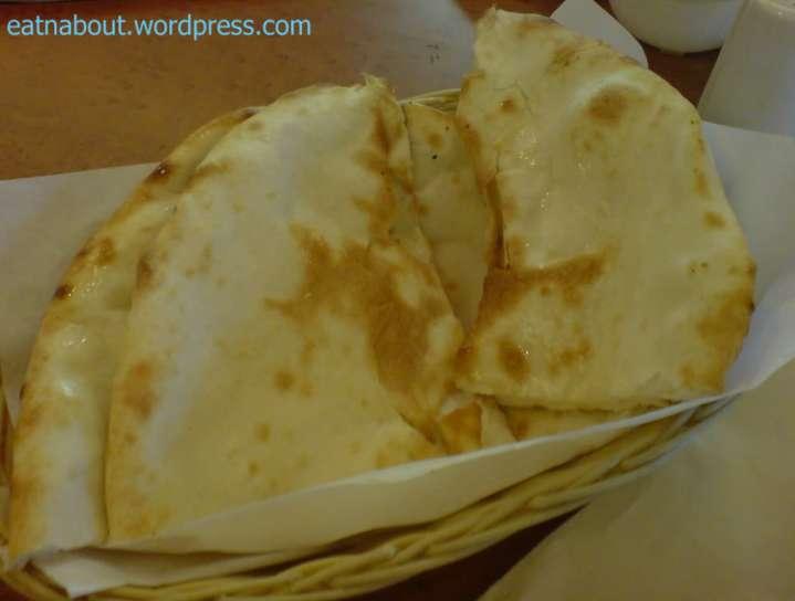 Saffron Indian Cuisine: Naan