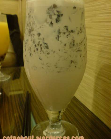 Pearl Castle: Grass Jelly Milk Tea