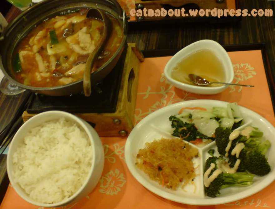 Pearl Castle: Spicy Hotpot with Pork blood and Intestines