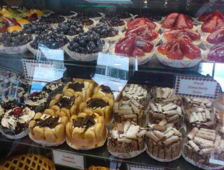 Max's Bakery and Delicatessen: Pastries