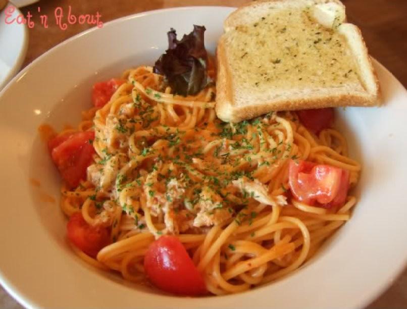 Cafe de Waraku: Crab Meat & Fresh Tomatoes w/ Creamy Tomato Sauce