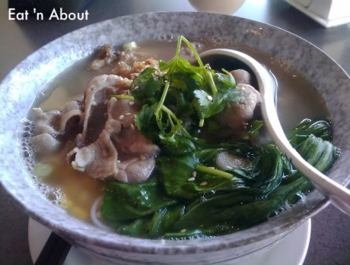 Celsius Cafe: Pork Bone Broth, lamb slices and marinated chicken wing