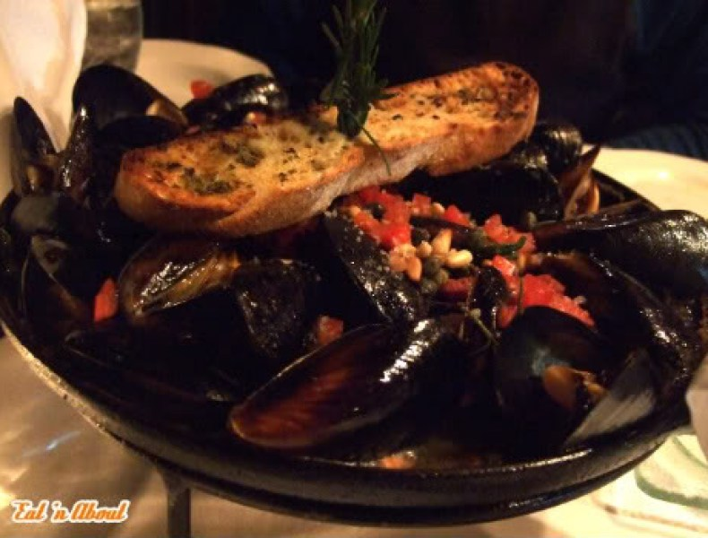 The Cannery: Roasted Mussels