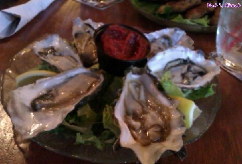 Fanny Bay Inn: Naked Oysters