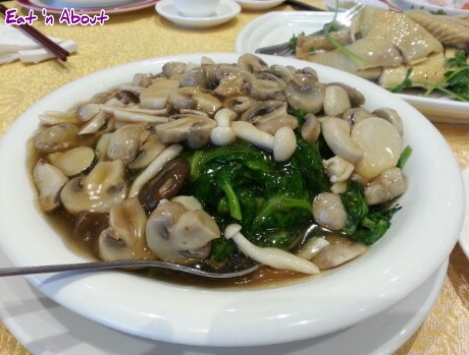 Victory Seafood (M's) Restaurant Richmond: Mushrooms and pea shoots in abalone sauce
