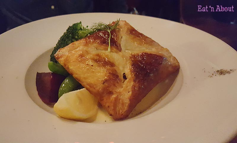 Cafe Salade de Fruits - Salmon Wellington