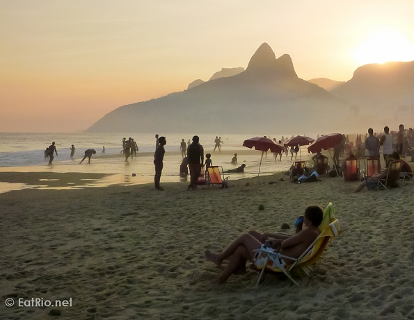 Britse beschikbaarheid grote verkoop geweldige specials A day at the beach, farofeiro style!