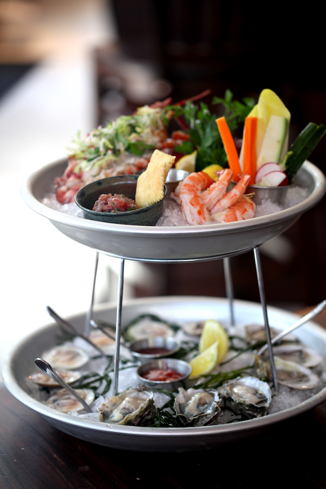 Raw bar plateau