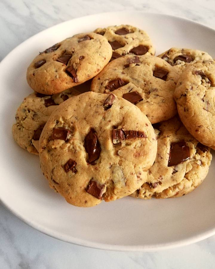 chocolate chip cookies in plate close up