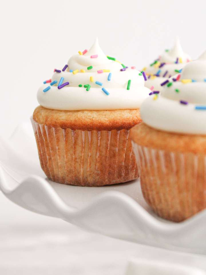 easy vanilla cupcakes on cake stand