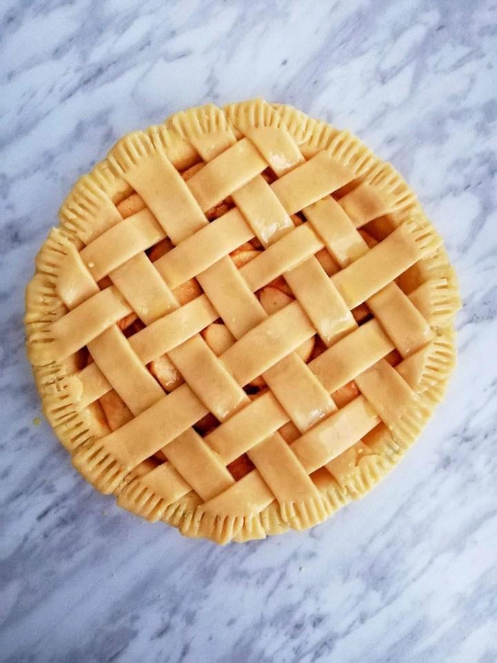 apple pie top crust shaped