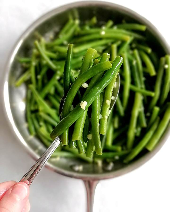 garlic green beans in spoon