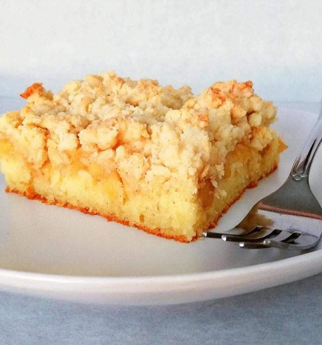 apple crumb cake side view (2)
