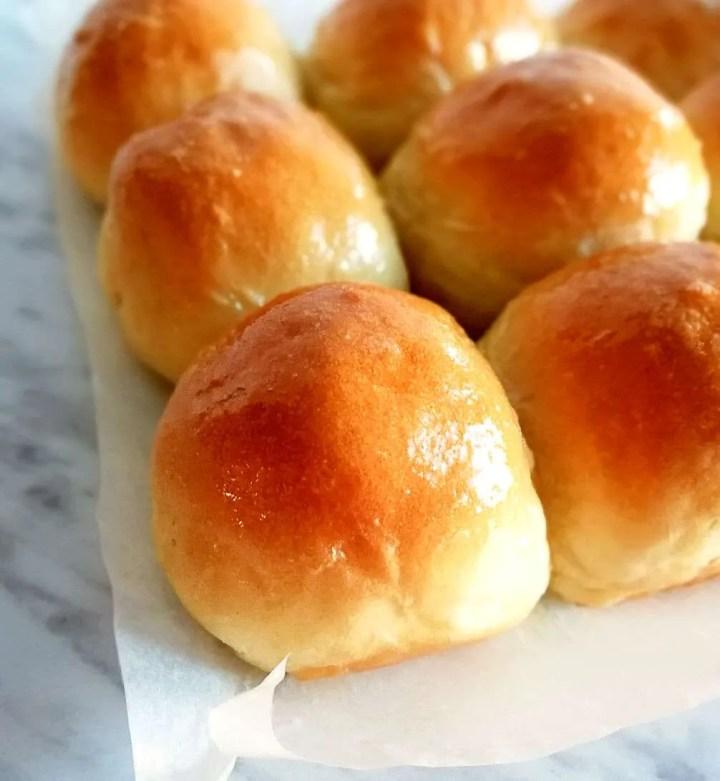 dinner rolls close up