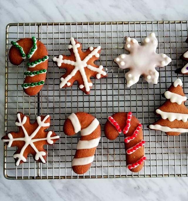 gingerbread cookies decorated close up (2)