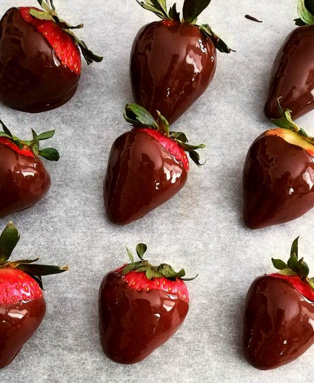 chocolate covered strawberries dipped in chocolate