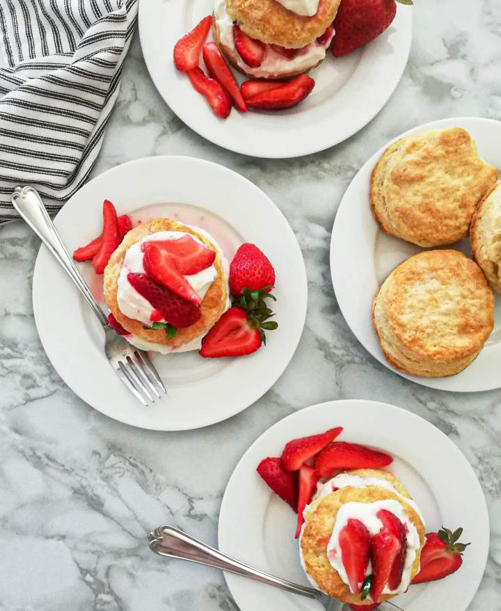 strawberry shortcakes in plates overhead view