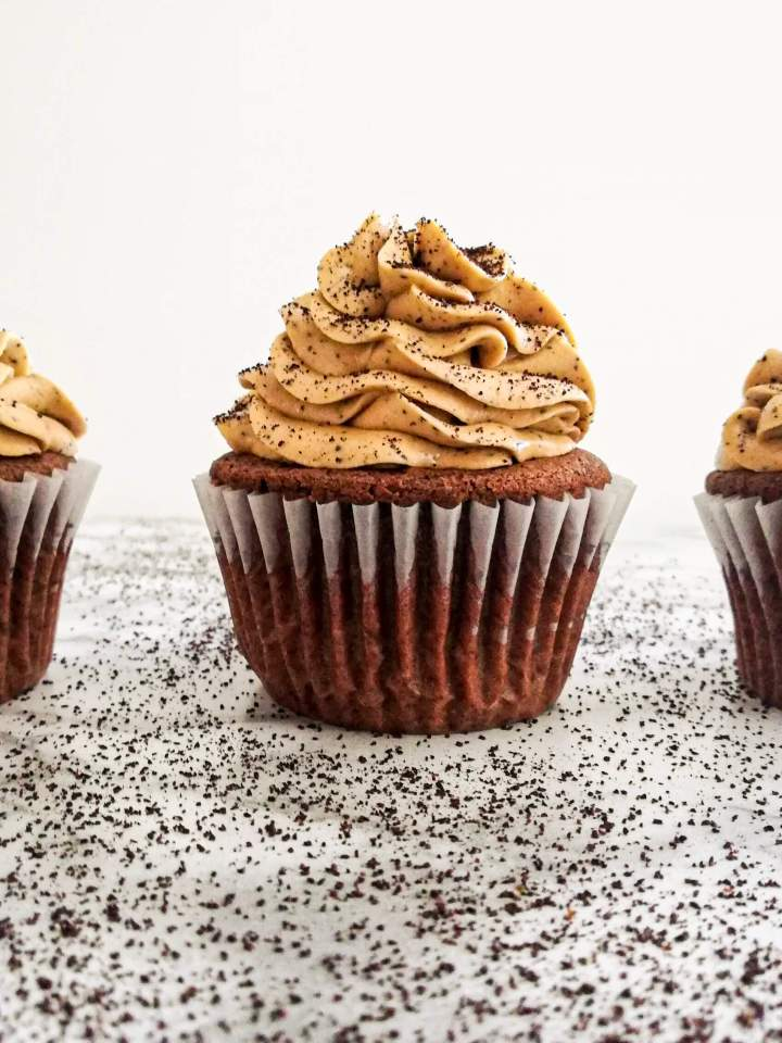 espresso buttercream frosting on cupcakes