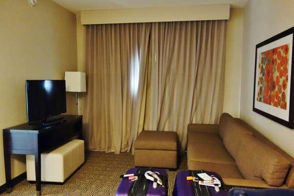 Living Room Embassy Suites Elizabeth NJ Review