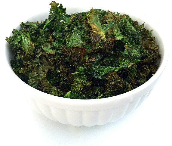 Super Bowl Potluck - Kale Chips | A Slice of Ky and I are getting together for a potluck and sharing our best Super Bowl recipes - online, of course! | eatsomethingdelicious.com