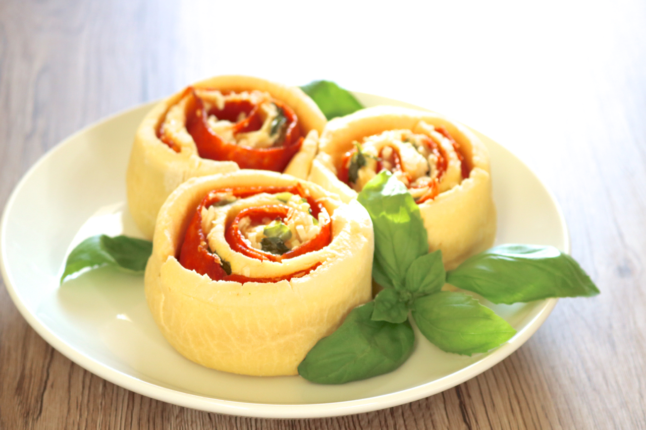 Calzone Rolls | Paleo calzones rolled up cinnamon roll style for a cute presentation. Makes a great entrée or party appetizer. | eatsomethingdelicious.com