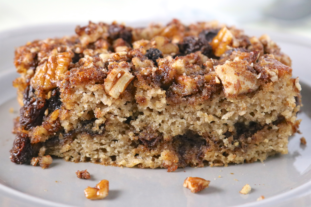 Valentine's Day Recipe Ideas - Cinnamon Raisin Coffee Cake | Paleo dinners, sides, and special treats for the perfect date night. | eatsomethingdelicious.com