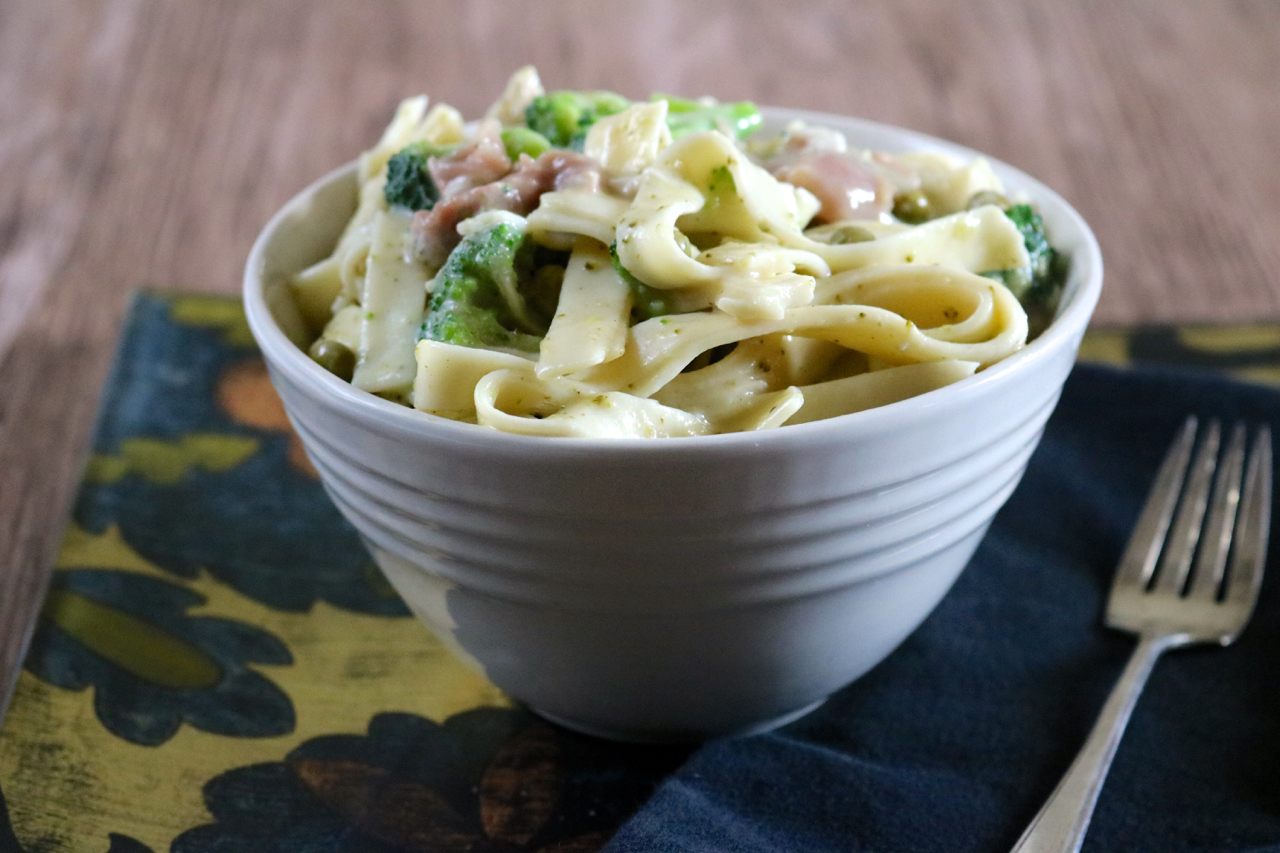 Instant Pot Carbonara | Carbonara with chicken and veggies made in the Instant Pot. Serve the sauce over whole chicken breast for a low carb option. Dairy free, gluten free. | eatsomethingdelicious.com