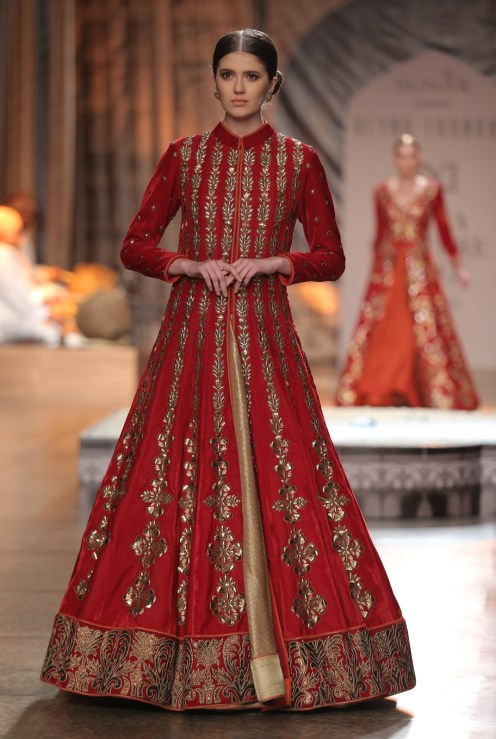 KAMANGIRI By Reynu Taandon In Association with SUNAR @ India Couture Week 16 (18)