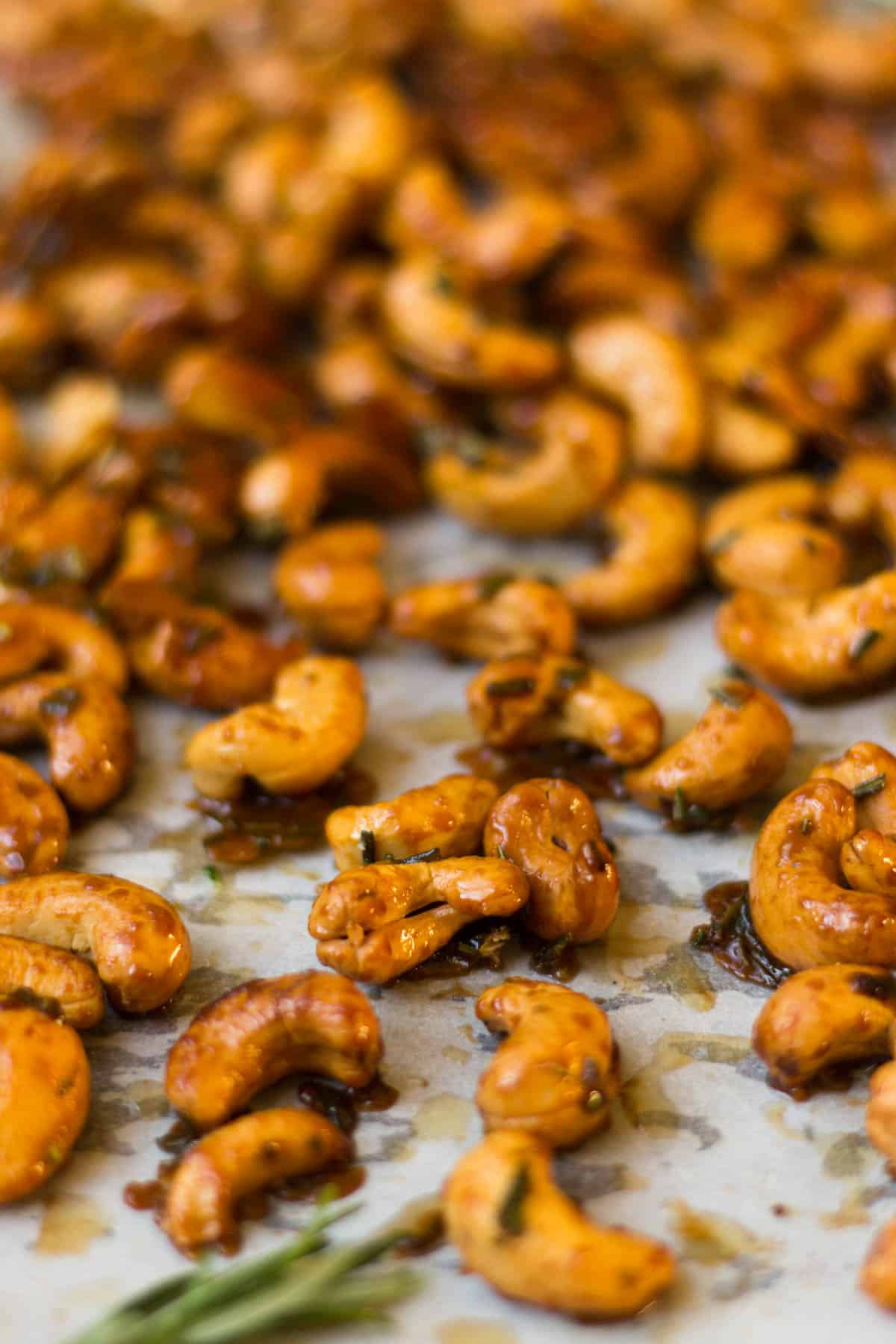 These paleo & gluten free Honey Rosemary Roasted Cashews are just 4 ingredients and make an easy appetizer, snack, or homemade present for the holidays - Eat the Gains