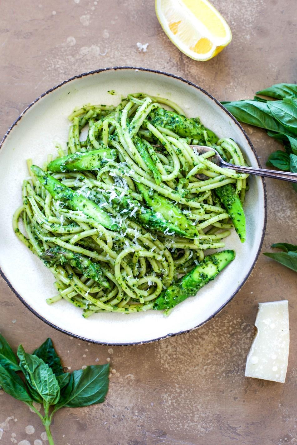 Spinach Pesto Spaghetti with Asparagus
