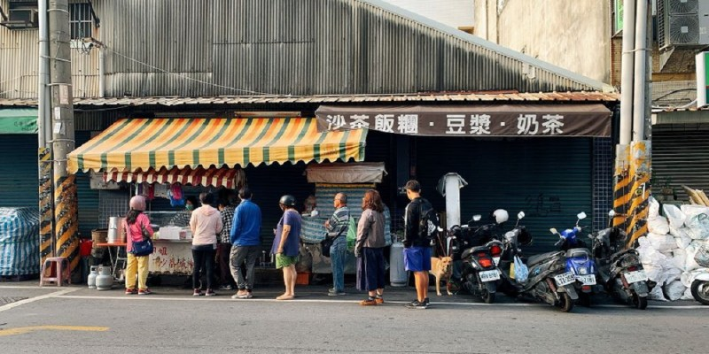 劉姐姐沙茶飯糰|安南區國安街是最接地氣的排隊美食,主打沙茶飯糰,別看它口味好像很簡單,但料多紮實、味道又好,完全是一試變成主顧客 ...