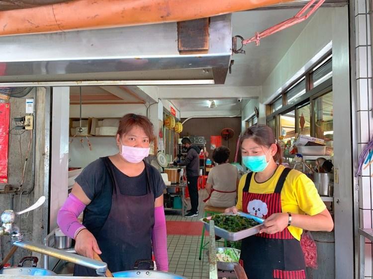 國安街無名素食自助餐 連張招牌都沒有,是在地人熟悉的午餐素食自助餐便當店