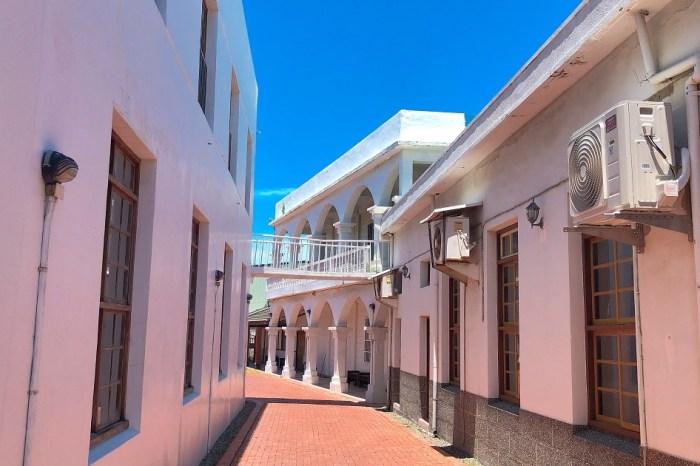 北門嶼基督教會 白色教堂營造出北門鹽鄉的白色浪漫,常有新人到此拍攝婚紗,除了教會建築本身,後方的小白宮也成為許多人拍照的取景地點。